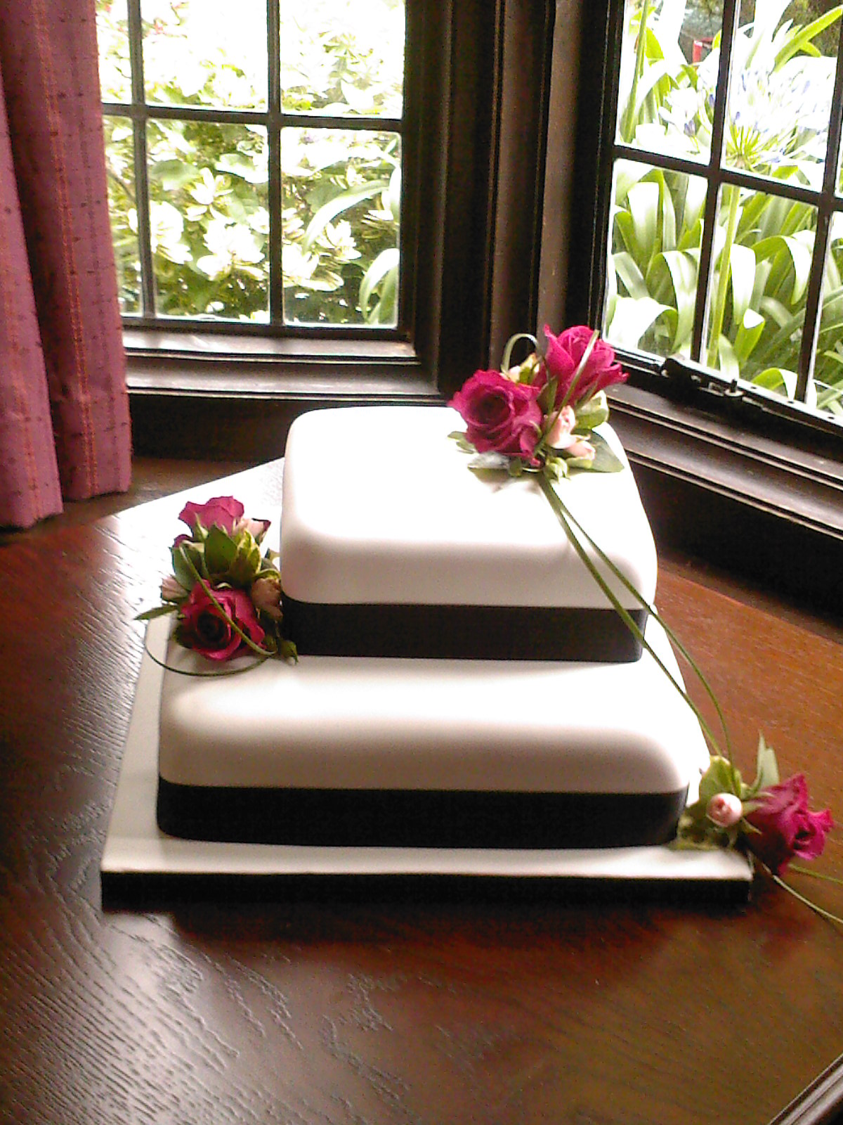 2 Tier Square Wedding Cake With Fresh Flowers 171 Susie S Cakes